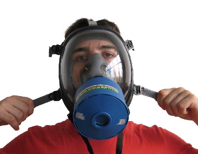 http://www.ragusanews.com//immagini_articoli/09-01-2014/maschera-antigas-con-pipe-da-aspirazione-per-drogarsi-il-capodanno-di-un-vittoriese-500.jpg