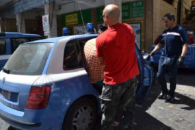 https://www.ragusanews.com//immagini_articoli/09-01-2015/soccorso-aggredisce-i-poliziotti-arrestato-500.jpg