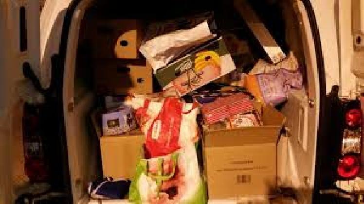 http://www.ragusanews.com//immagini_articoli/09-01-2017/furgone-alimenti-riempito-spazzatura-atto-vandalico-scuola-420.jpg