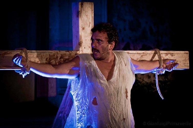 https://www.ragusanews.com//immagini_articoli/09-01-2018/modica-lalba-terzo-millennio-spettacolo-teatro-garibaldi-500.jpg
