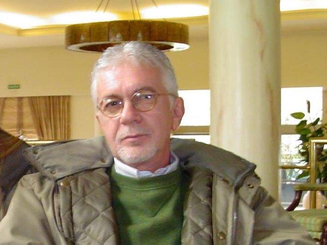 https://www.ragusanews.com//immagini_articoli/09-01-2020/e-morto-francesco-claudio-averna-l-uomo-amaro-500.jpg