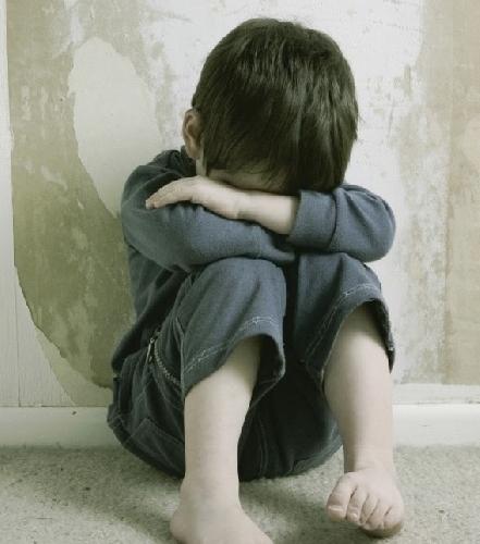 https://www.ragusanews.com//immagini_articoli/09-02-2015/9-anni-per-il-padre-rumeno-che-costringeva-i-figli-alla-pedofilia-500.jpg