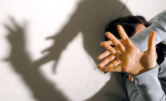https://www.ragusanews.com//immagini_articoli/09-02-2017/studentessa-aggredita-extracomunitario-denunciato-violenza-420.jpg