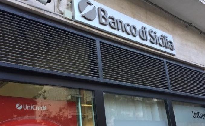 https://www.ragusanews.com//immagini_articoli/09-02-2017/unicredit-meno-impiegati-sicilia-420.jpg