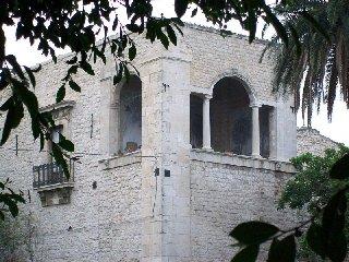 https://www.ragusanews.com//immagini_articoli/09-02-2018/comiso-eventi-arte-castello-naselli-240.jpg