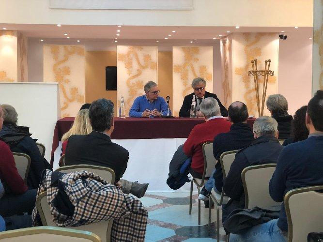 https://www.ragusanews.com//immagini_articoli/09-02-2019/ragusa-giornalisti-presidente-ordine-sicilia-francese-500.jpg