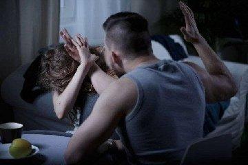 https://www.ragusanews.com//immagini_articoli/09-02-2020/violent-moglie-modicano-condannato-anni-240.jpg
