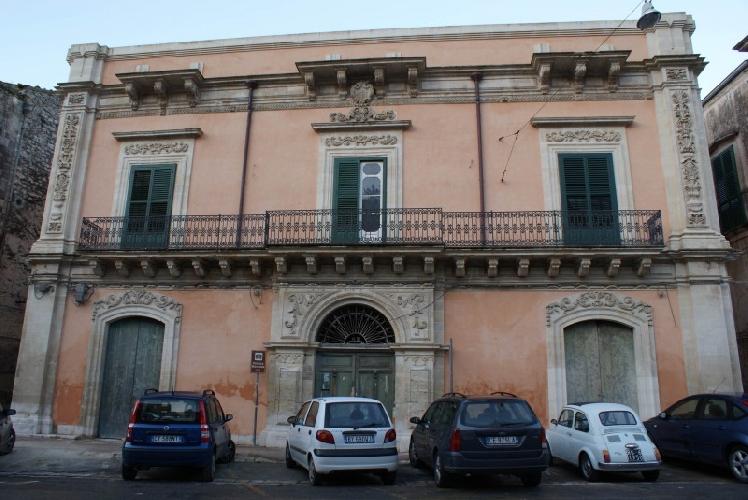http://www.ragusanews.com//immagini_articoli/09-03-2016/riapre-la-biblioteca-a-palazzo-moncada-500.jpg