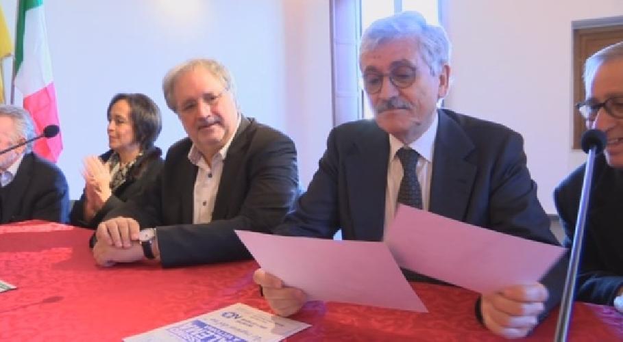 http://www.ragusanews.com//immagini_articoli/09-03-2017/bersani-alema-gianni-battaglia-ciccio-aiello-500.jpg