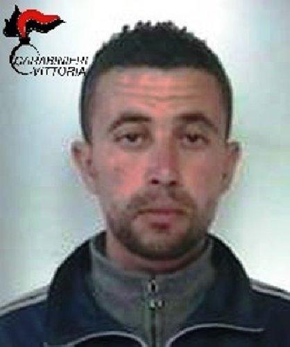 https://www.ragusanews.com//immagini_articoli/09-03-2018/vittoria-droga-piazza-manin-arrestato-tunisino-500.jpg