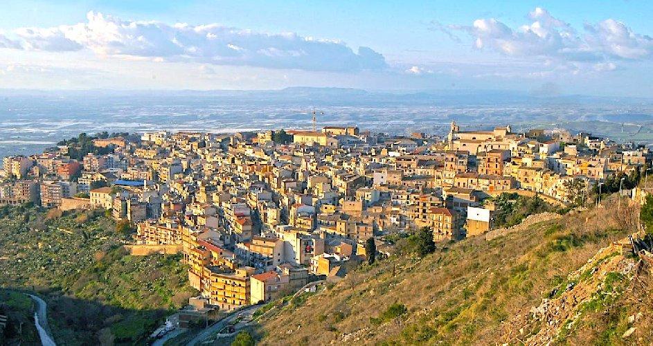 https://www.ragusanews.com//immagini_articoli/09-03-2021/1615283880-chiaramonte-gulfi-e-monterosso-almo-sull-isola-dei-tesori-1-500.jpg