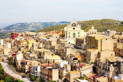 https://www.ragusanews.com//immagini_articoli/09-03-2021/1615283881-chiaramonte-gulfi-e-monterosso-almo-sull-isola-dei-tesori-2-280.jpg
