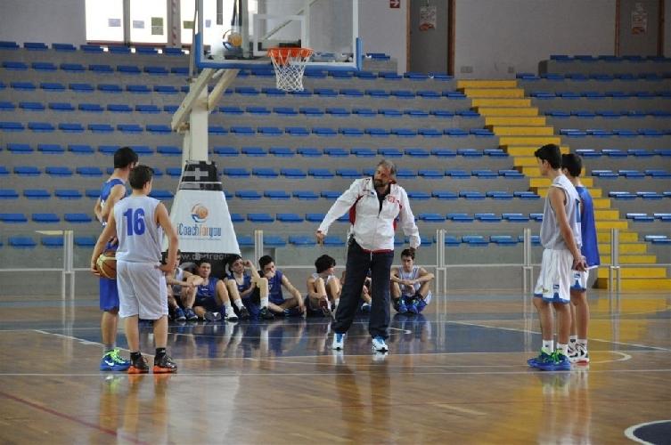 https://www.ragusanews.com//immagini_articoli/09-04-2012/basket-70-tecnici-da-tutta-la-sicilia-a-ragusa-500.jpg