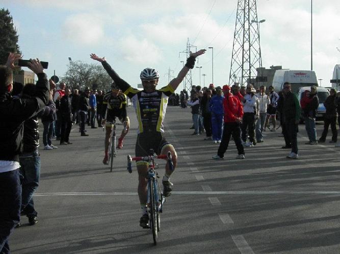 https://www.ragusanews.com//immagini_articoli/09-04-2012/ciclismo-massimo-cassibba-primo-al-memorial-chessari-500.jpg