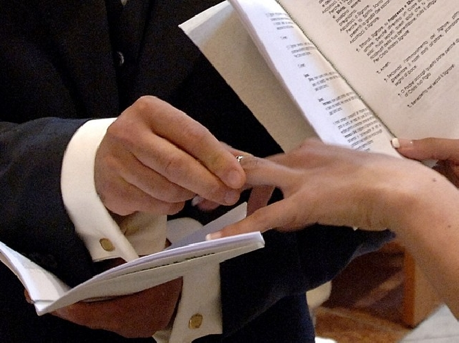 https://www.ragusanews.com//immagini_articoli/09-04-2014/i-finti-matrimoni-a-modica-il-processo-500.jpg