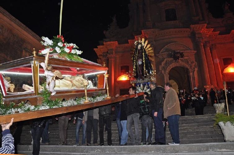 http://www.ragusanews.com//immagini_articoli/09-04-2014/la-settimana-santa-di-ragusa-sia-eredita-immateriale-500.jpg