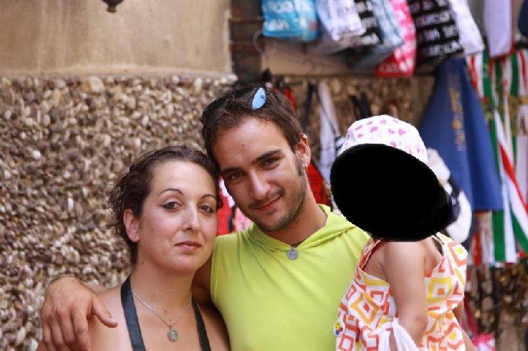 https://www.ragusanews.com//immagini_articoli/09-04-2018/incidente-tangenziale-foggia-muore-intera-famiglia-avola-500.jpg