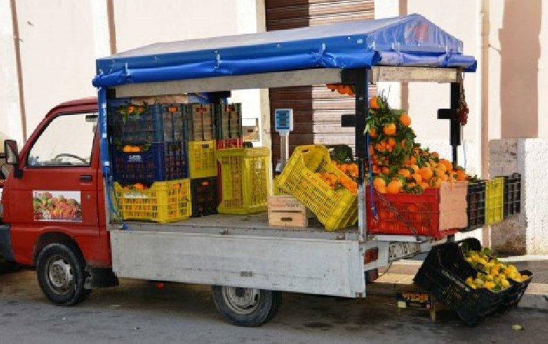 https://www.ragusanews.com//immagini_articoli/09-04-2018/modica-denunciato-venditore-ambulante-alimenti-500.jpg