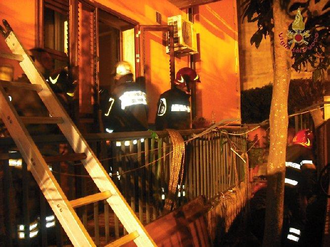 https://www.ragusanews.com//immagini_articoli/09-04-2018/ragusa-disagi-vento-incendi-esplosione-archimede-500.jpg