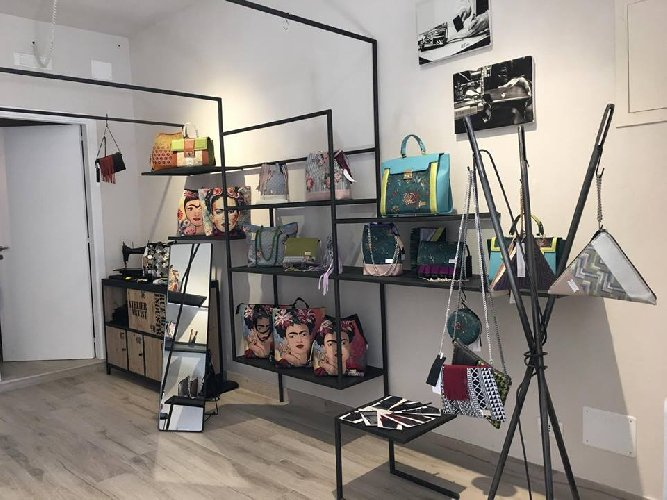 https://www.ragusanews.com//immagini_articoli/09-04-2019/borse-edr-apre-in-centro-a-ragusa-500.jpg