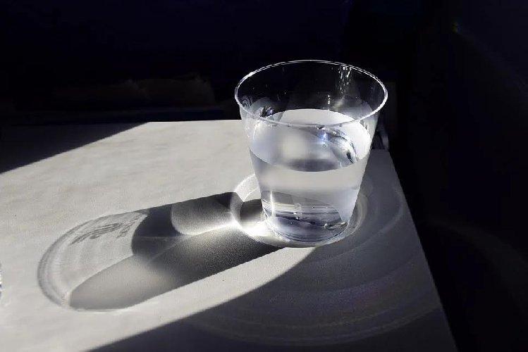 https://www.ragusanews.com//immagini_articoli/09-04-2020/lacqua-liquido-prezioso-anche-per-dimagrire-500.jpg