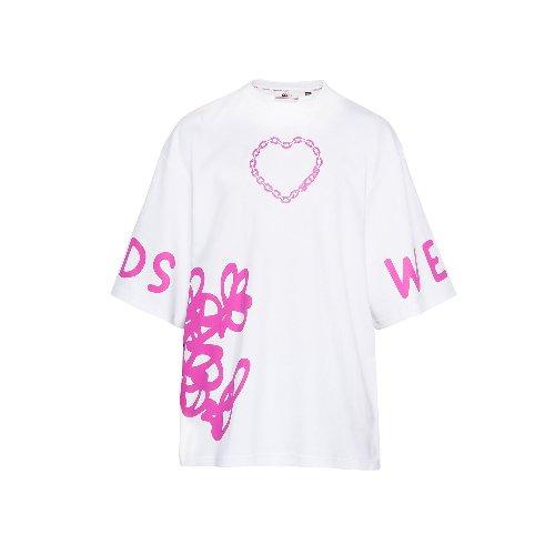 https://www.ragusanews.com//immagini_articoli/09-04-2021/1617954703-la-t-shirt-e-piu-di-una-semplice-maglietta-3-500.jpg