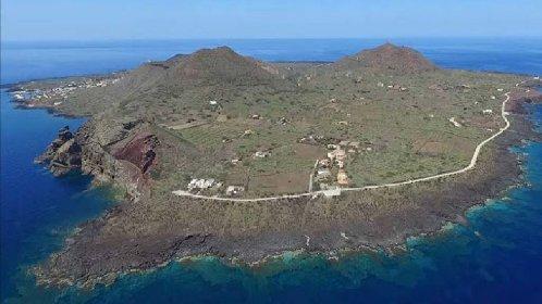https://www.ragusanews.com//immagini_articoli/09-04-2021/isole-covid-free-un-mese-per-salvare-un-altra-estate-ma-musumeci-va-oltre-280.jpg