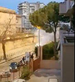 https://www.ragusanews.com//immagini_articoli/09-04-2021/palermo-botti-e-petardi-davanti-al-carcere-per-festeggiare-detenuto-video-280.jpg