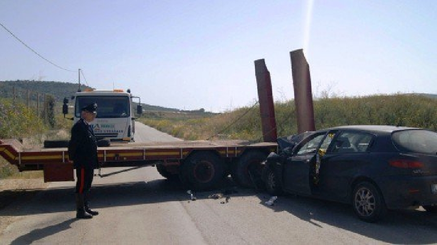 https://www.ragusanews.com//immagini_articoli/09-05-2015/scontro-auto-camion-muore-salvatore-anfuso-500.jpg