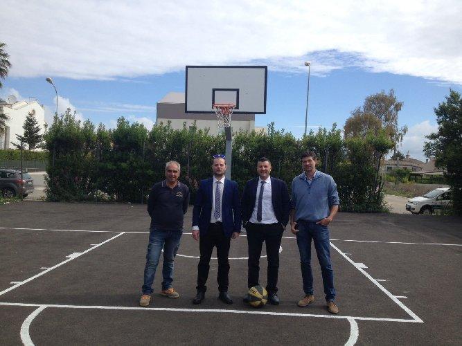 https://www.ragusanews.com//immagini_articoli/09-05-2018/ragusa-campo-basket-calipari-500.jpg