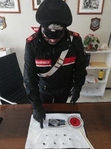 https://www.ragusanews.com//immagini_articoli/09-05-2019/droga-arrestato-alessandro-migliore-500.jpg
