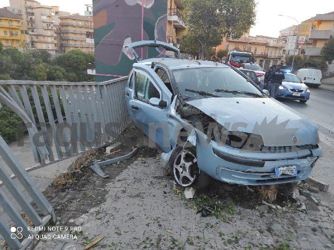 https://www.ragusanews.com//immagini_articoli/09-05-2021/incidente-mortale-a-ragusa-muorem-un-ragazzo-di-21-anni-500.jpg