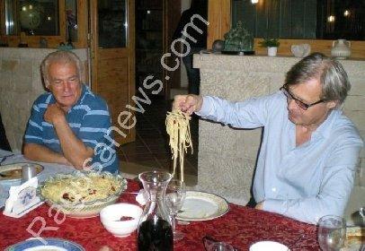 https://www.ragusanews.com//immagini_articoli/09-05-2021/vittorio-sgarbi-una-cena-del-2009-con-tano-mormina-e-peppe-sava-video-280.jpg