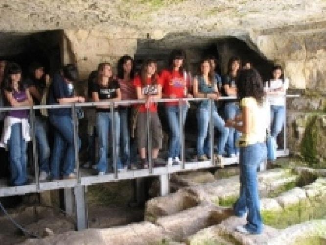 https://www.ragusanews.com//immagini_articoli/09-06-2007/le-catacombe-degli-iblei-500.jpg