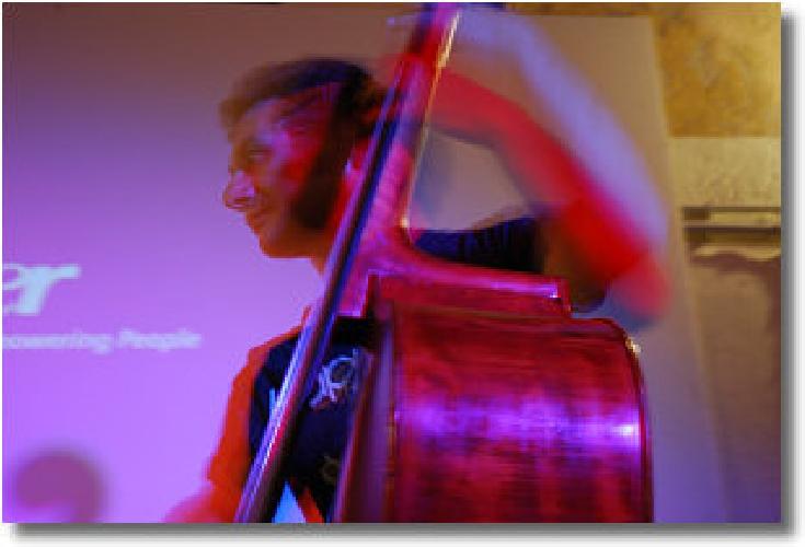 http://www.ragusanews.com//immagini_articoli/09-06-2014/il-jazz-di-giuseppe-guarrella-al-convivio-di-modica-500.jpg