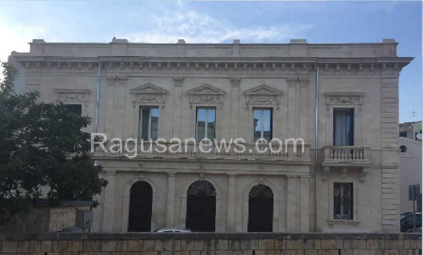 http://www.ragusanews.com//immagini_articoli/09-06-2015/palazzo-favacchio-ha-aperto-come-struttura-turistico-ricettiva-500.png