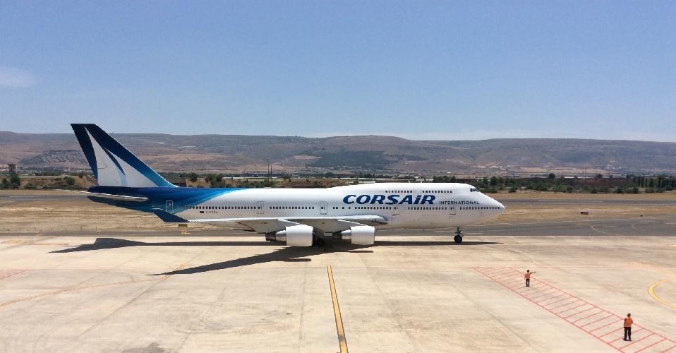 http://www.ragusanews.com//immagini_articoli/09-06-2016/atterrato-a-comiso-il-boeing-747-di-corsair-500.jpg