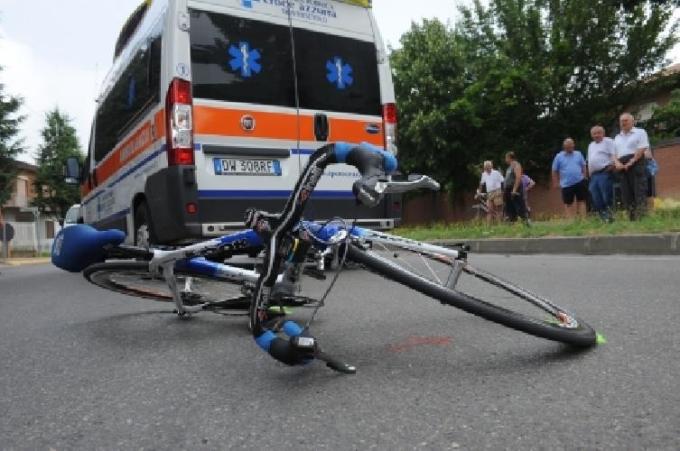 http://www.ragusanews.com//immagini_articoli/09-06-2017/unauto-investe-ciclisti-sciclidonnalucata-500.jpg
