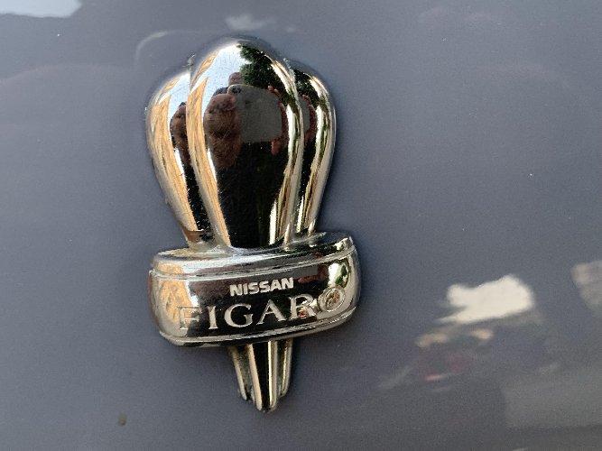 https://www.ragusanews.com//immagini_articoli/09-06-2019/1560068092-e-a-scicli-e-arrivata-l-auto-targata-love-in-the-air-1-500.jpg