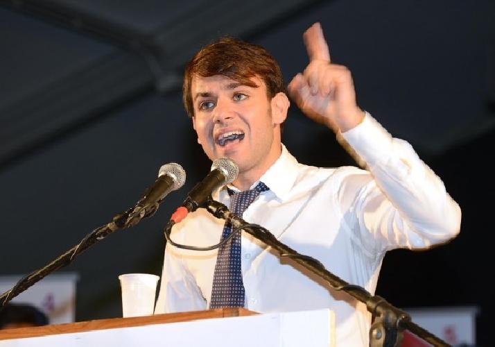 https://www.ragusanews.com//immagini_articoli/09-07-2013/voto-di-scambio-indagato-raffaele-lombardo-e-il-figlio-toti-500.jpg