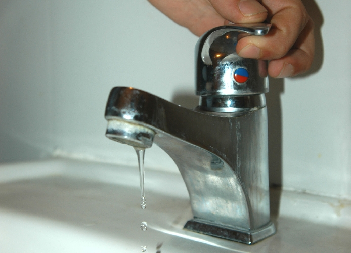 https://www.ragusanews.com//immagini_articoli/09-07-2014/i-grillini-manca-l-acqua-a-vittoria-500.jpg
