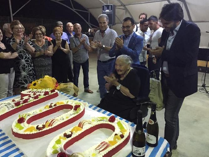 http://www.ragusanews.com//immagini_articoli/09-07-2016/vittoria-i-100-anni-di-nonna-maria-500.jpg