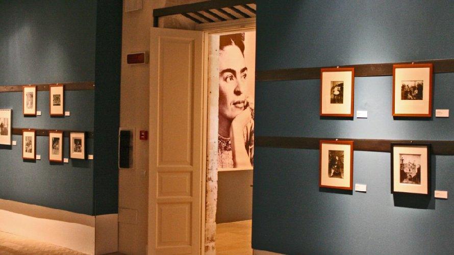 https://www.ragusanews.com//immagini_articoli/09-07-2018/frida-kahlo-mostra-fotografica-noto-500.jpg