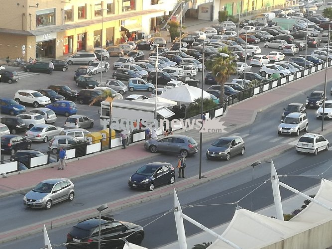 https://www.ragusanews.com//immagini_articoli/09-07-2018/polo-commerciale-auto-birilli-incidenti-fotocopia-500.jpg