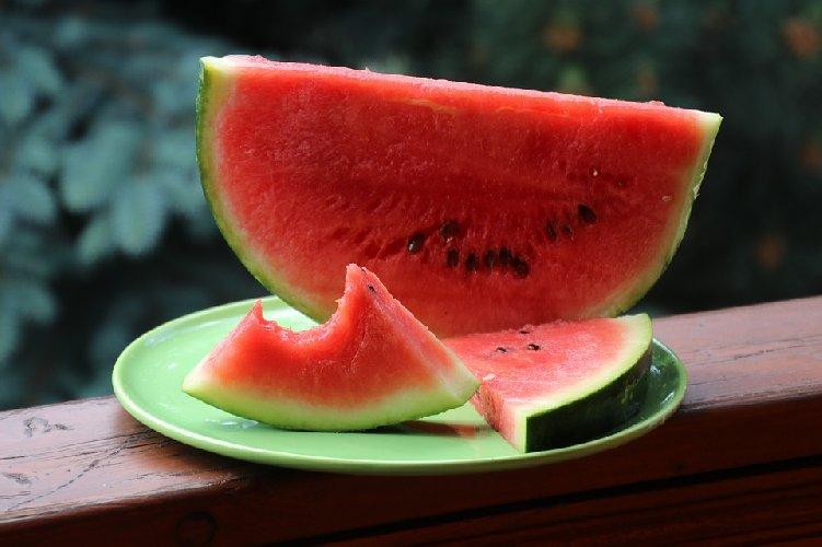 https://www.ragusanews.com//immagini_articoli/09-07-2019/dieta-anti-caldo-quali-alimenti-mangiare-e-quali-evitare-500.jpg