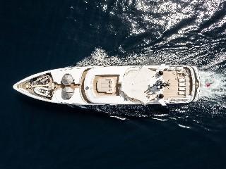 https://www.ragusanews.com//immagini_articoli/09-07-2020/1594327953-yacht-l-amadeus-i-in-ortigia-a-siracusa-1-240.jpg