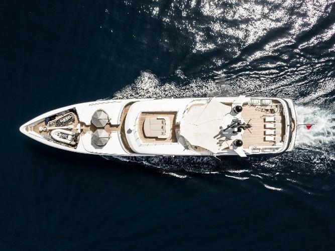 https://www.ragusanews.com//immagini_articoli/09-07-2020/1594327953-yacht-l-amadeus-i-in-ortigia-a-siracusa-1-500.jpg