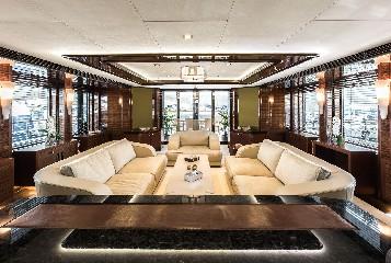 https://www.ragusanews.com//immagini_articoli/09-07-2020/1594328817-yacht-l-amadeus-i-in-ortigia-a-siracusa-3-240.jpg