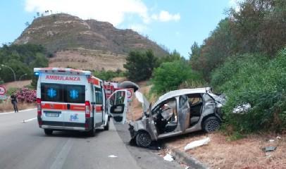 https://www.ragusanews.com//immagini_articoli/09-07-2020/scontro-auto-camion-muore-una-donna-grave-il-figlio-240.jpg