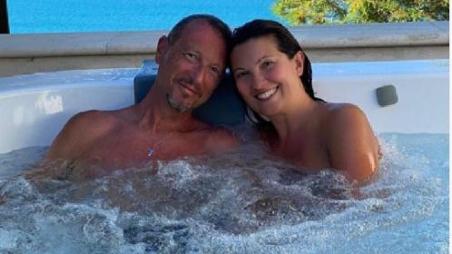 https://www.ragusanews.com//immagini_articoli/09-07-2021/amadeus-in-vacanza-con-la-famiglia-a-sciacca-280.jpg